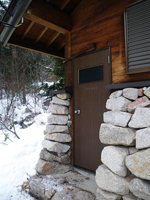 冬季登山口のトイレ