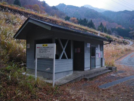 登山口のちょいさきのトイレ